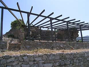 Buildings on the barrow of Polirinia