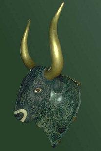 Rython aus Steatit in Form eines Stierkopfes, vom Kleinen Palast von Knossos