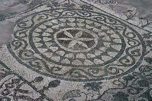 Mosaikboden in der Basilika von Elounda