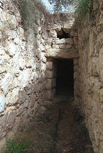 Minoan tholos tomb in Stylos