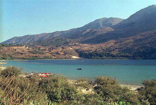 Lake Kournas, the fresh water lake in Nomos Chanion