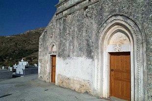 Die Fassade von der Kirche des Agios Ioannis und Agia Triada in Pantanassa