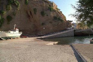 La rampe pour les bateaux à Agia Galini