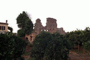 The ruins of the Venetian Tower of Da Molin, Alikianos