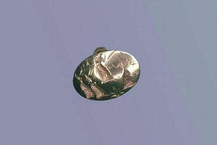 Το χρυσό δαχτυλίδι που δείχνει μια θεά και το χορό των προσκυνητών της