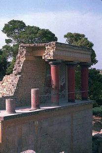 Το Ανάγλυφο του Ταύρου στη Βόρεια Είσοδο, Κνωσός