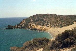 Η παραλία στην Ίτανο, κοντά στο αρχαιολογικό αξιοθέατο