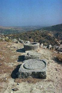 Αρχαιολογικά ερείπια στην Πραισό