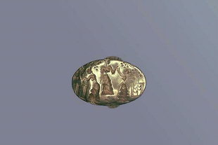 The gold ring showing a goddess and her worshippers