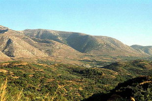 Mountain range opposite the site of Lyttos