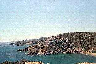 Der Strand und die kleine Bucht von Itanos