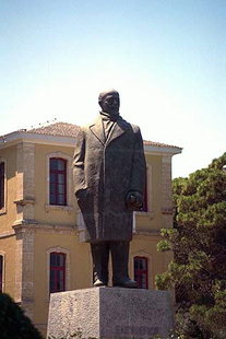 The statue of Eleftherios Venizelos in front of the Dikastiria (Court House) in Chania