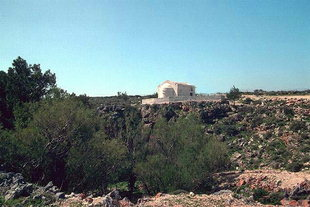 Skotino Cave and the church of Agia Paraskevi