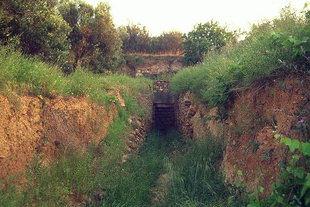 Postpalatial Minoan tholos tomb near Maleme
