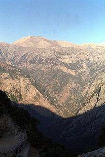 La Gorge de Samaria vue de la taverna à Xiloskalo