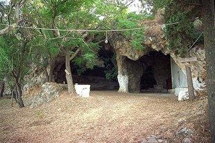 Die Ioannis Xenos-Höhle, Marathokefala