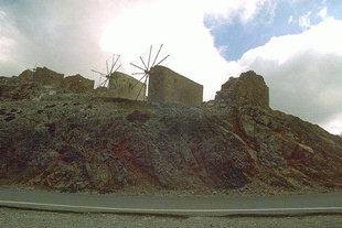 Moulins à vent abandonnés sur le Col de Seli Ambelos, l'entrée du Plateau de Lassithi