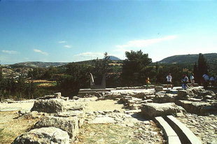 The south end of the Central Court and the horns replica, Knossos
