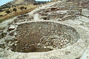 Large circular pits, Festos