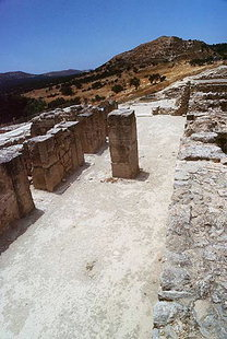 The storerooms and its strong central pillar, Festos