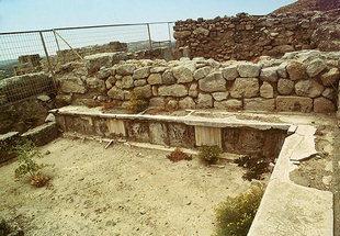 La Crypte du Pilier, Festos