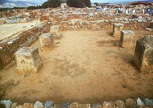 La grande salle et les six bases des piliers, Malia