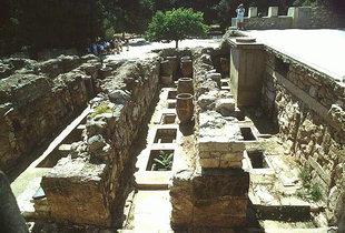 Pithoi und Truhen in den Vorratsäumen, Knossos