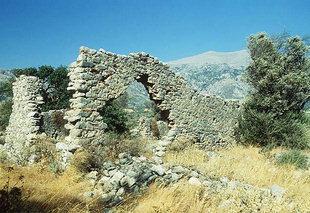 Υπολείμματα από τη τρίκλιτη βασιλική στην Ελληνική στο Βιζάρι