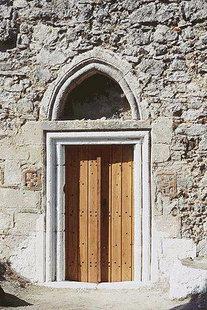 Le portail de l'église des Agii Theodori dans d'Agios Kirilos
