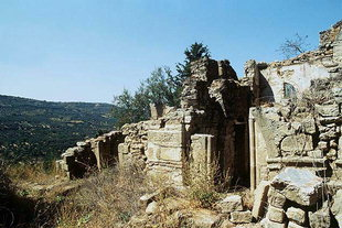 I ruderi della chiesa del XV secolo di Agìa Varvara a Latsianà