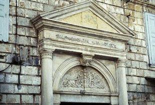 Portal eines großen venezianischen Wohnhauses