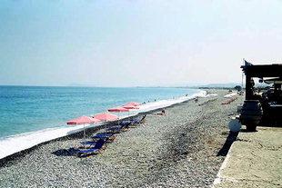 Η ευχάριστη παραλία μπροστά από το Κολυμπάρι