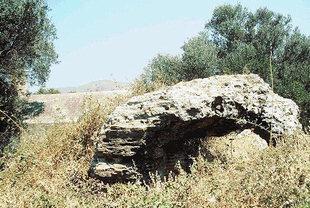 Die römischen Ruinen bei der Agios Georgios-Kirche, Nopigia