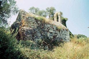 Die byzantinische Agios Georgios-Kirche bei den römischen Ruinen