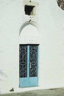 Η εξώθυρα της Βυζαντινής εκκλησίας της Αγίας Μαρίνας στην Αμνάτο