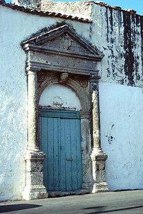 Il portale del palazzo veneziano del Tesoro ad Amnatos