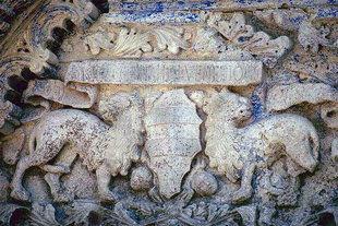 Das Wappen der Venieri am Portal der Agios Ioannis-Kirche, Deliana