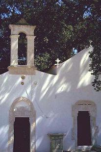 Der Glockenturm der Zoodohos Pigi-Kirche in Pirgou