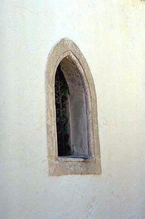 Ένα παράθυρο της εκκλησία της Μονής Γοργολιανής