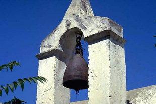 Der Glockenturm der Agios Ioannis-Kirche in Pirgou