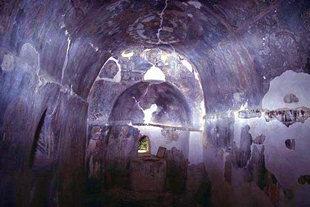 L'intérieur peint à fresque de l'église d'Agios Georgios à Heliana