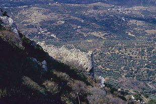 Les murailles du fort à Polirinia