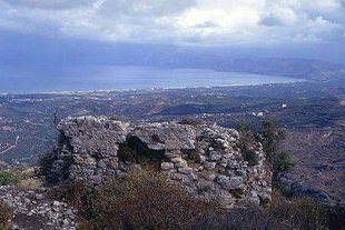 Walls of the fortifications and Kissamos Bay, Polirinia