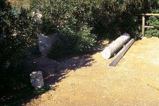 Μια αρχαία κολόνα έξω από την εκκλησία του Χριστού, Ζάκρος