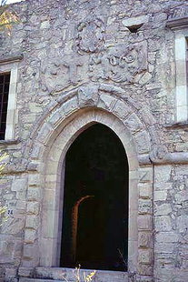 The portal of the Venetian Mezzo Villa, Handras