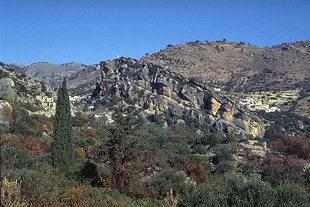 Der Hügel von Kastellos in Kalamafka