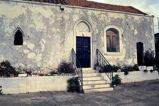 Die Fassade der Panagia-Kirche in Kournas