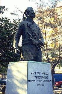 Statue of Captain Milonoyannis in the Platia 1866, Chania