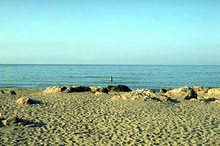 Μια παραλία κοντά στην Παλαιόχωρα