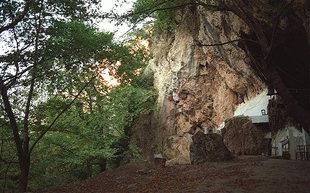 Die Agios Antonios-Höhle in Patsos